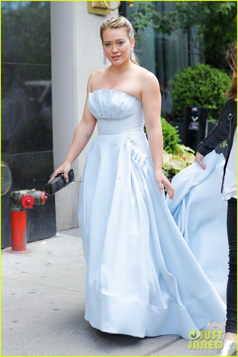 hilary-duff-has-a-cinderella-story-moment-on-younger-set-01