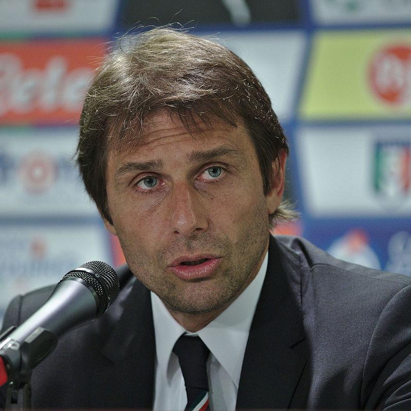انطونيو لاعب كرة قدم ايطالي سابق
