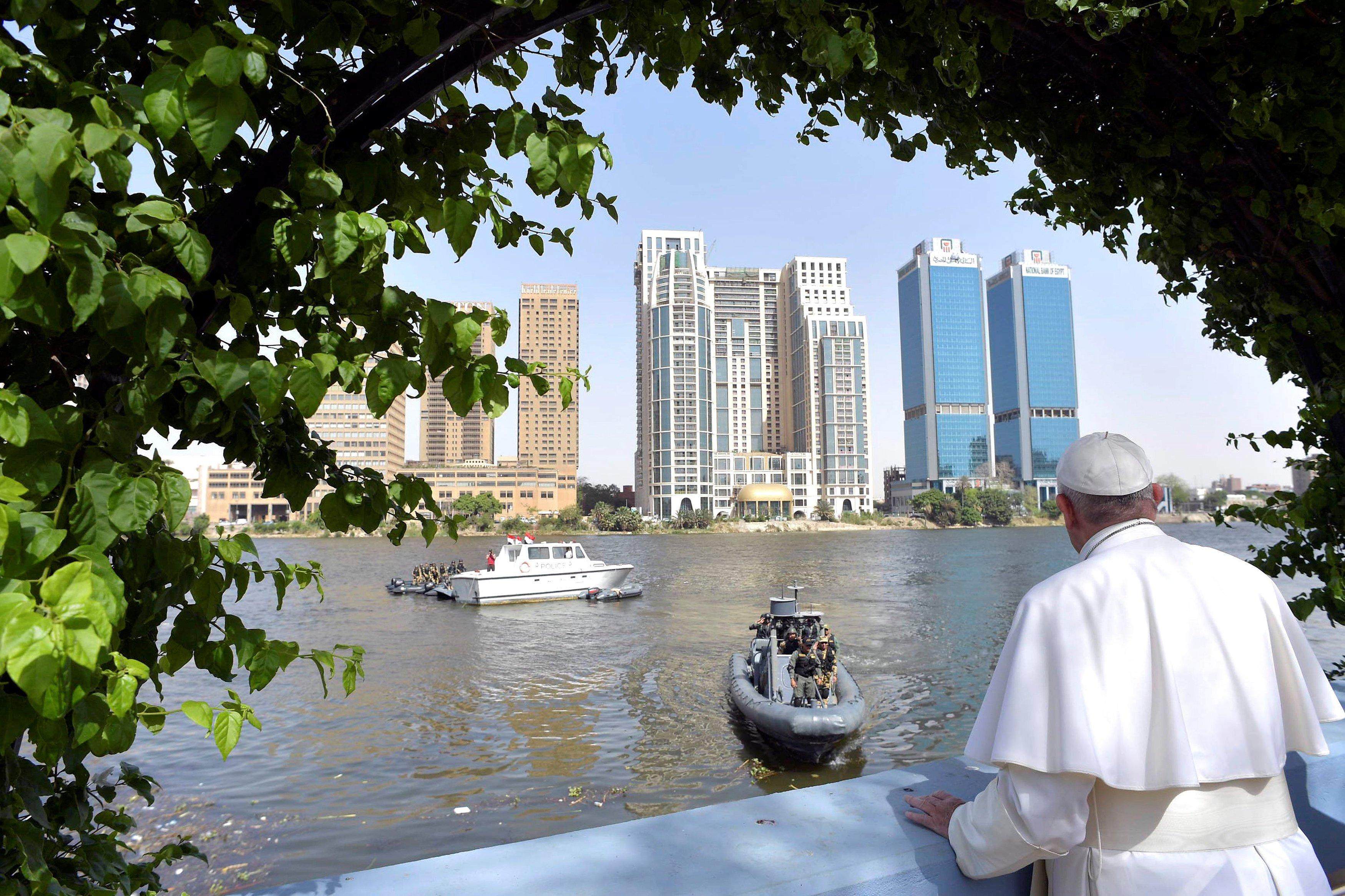 البابا-يشاهد-النيل