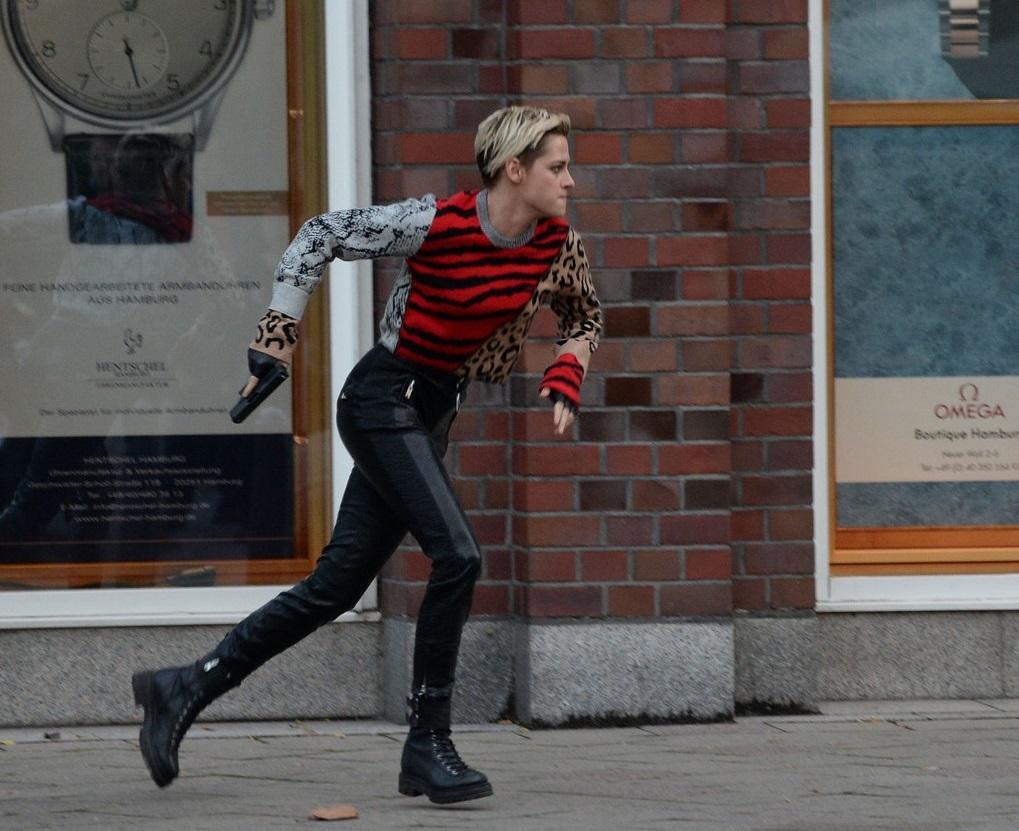 كريستين ستيورات خلال التصوير (2)