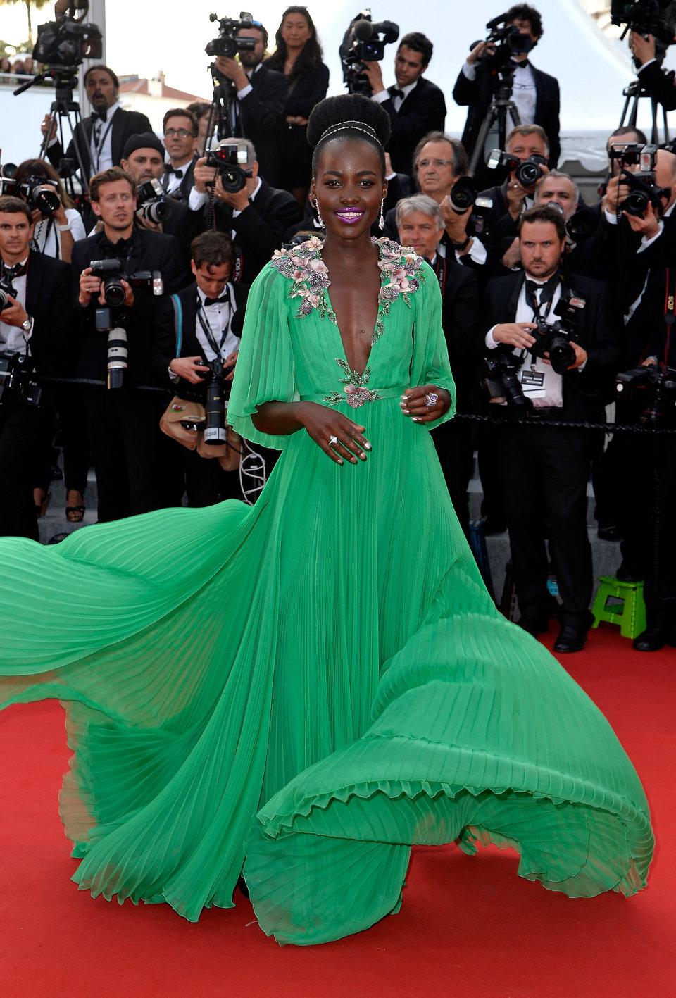 بمهرجان كان السينمائي عام 2015 بفستان من Gucci
