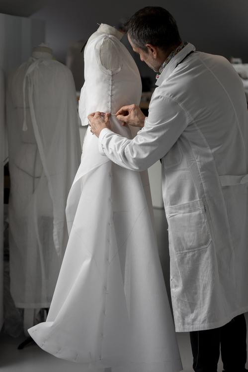 مراحل تصنيع الفستان (4)