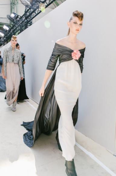 من كواليس عرض أزياء  chanel   (2)