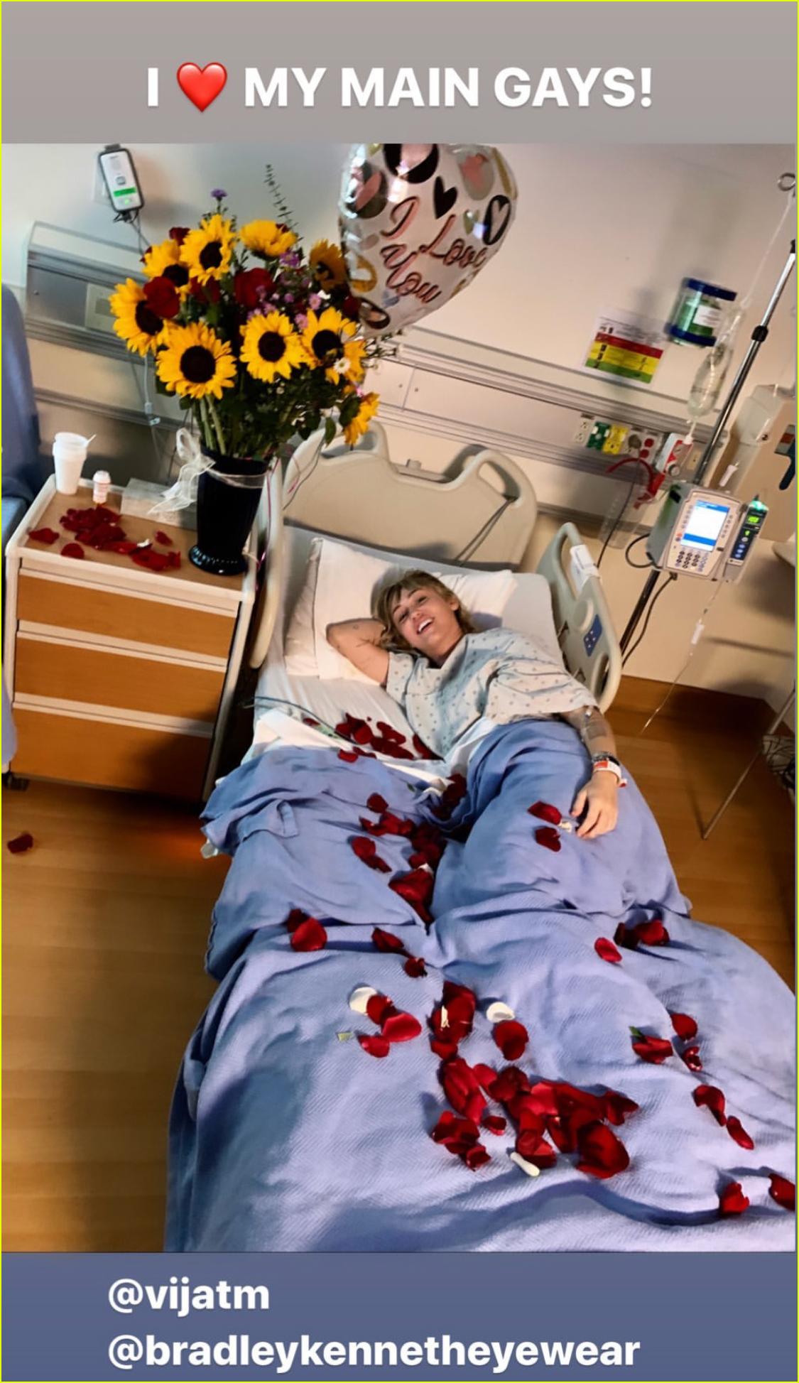 مايلي سايروس في المستشفي (4)