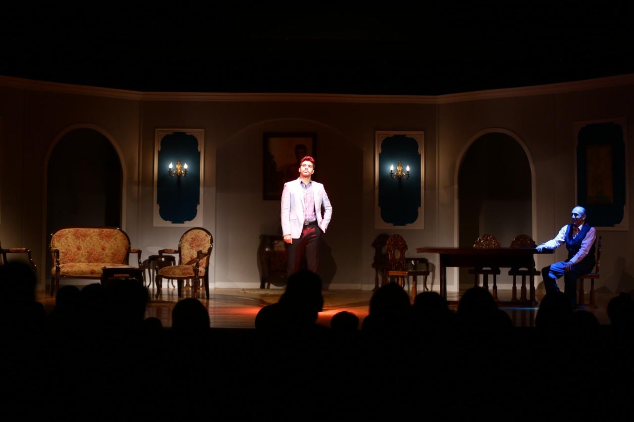 مسرحية انا والنحلة والدبور (2)