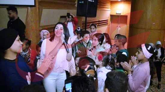 المطربة-آية-عبدالله-تشارك-في-احتفالية-مستشفي-٥٧٣٥٧-(4)