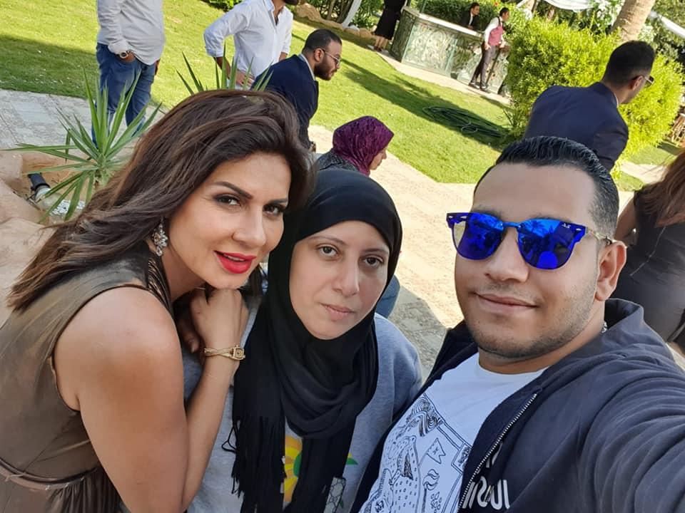 نجلاء بدر تحتفل بانتهاء تصوير شبر مية
