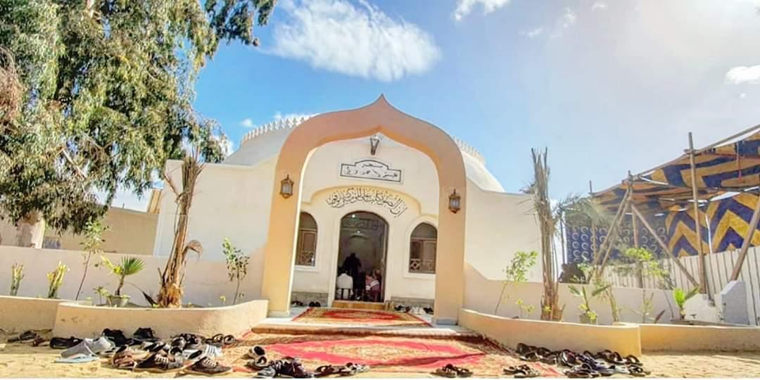 محمد محمود عبد العزيز فى المسجد (2)