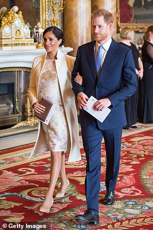 الأمير هارى وزوجته فى قصر باكنجهام الأسبوع الماضى