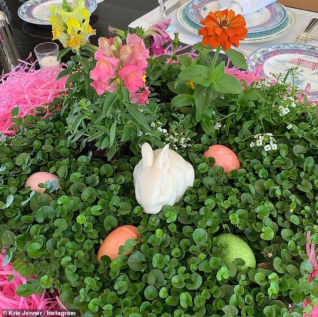 طاولة كريس جينر للاحتفال بعيد الفصح (1)