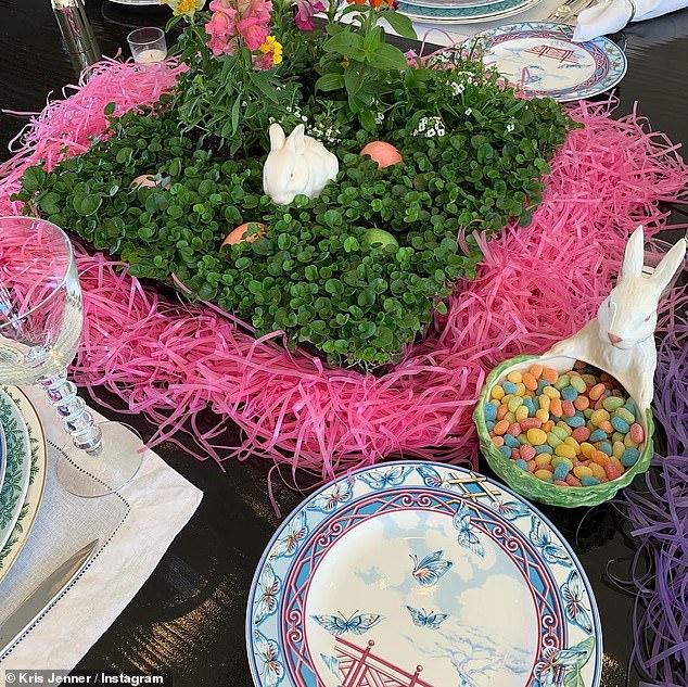 طاولة كريس جينر للاحتفال بعيد الفصح (2)