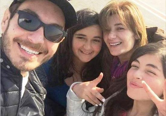 أحمد زاهر وعائلته (3)