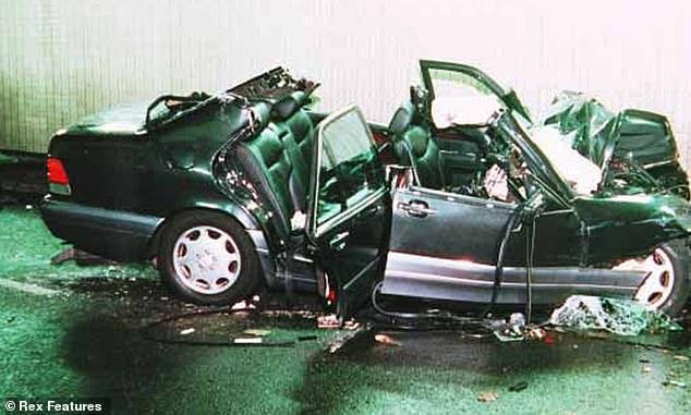سيارة الأميرة ديانا محطمة بالكامل