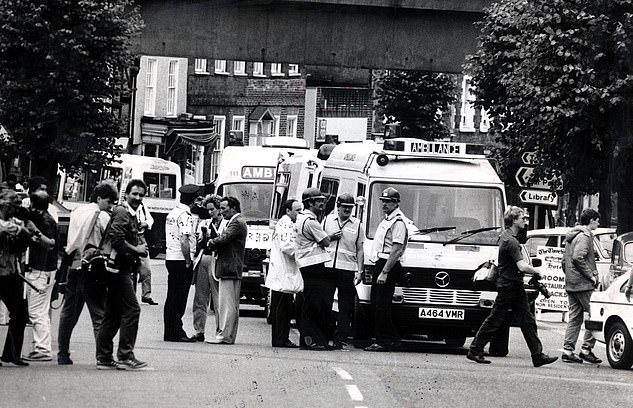 الشرطة والإسعاف فى موقع حادث سيارة الأميرة ديانا