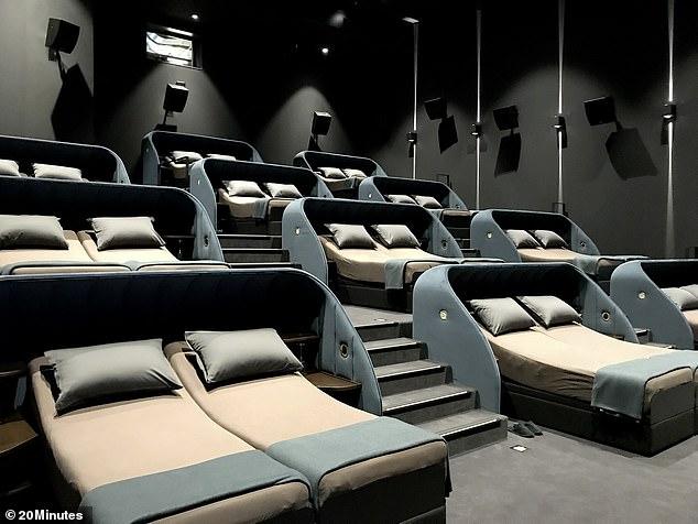 جانب من قاعة السينما من الداخل
