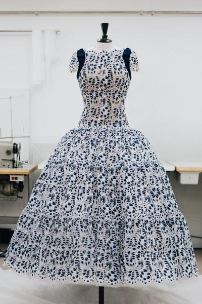 الفستان بالاتيليه الخاص بالدار  (2)