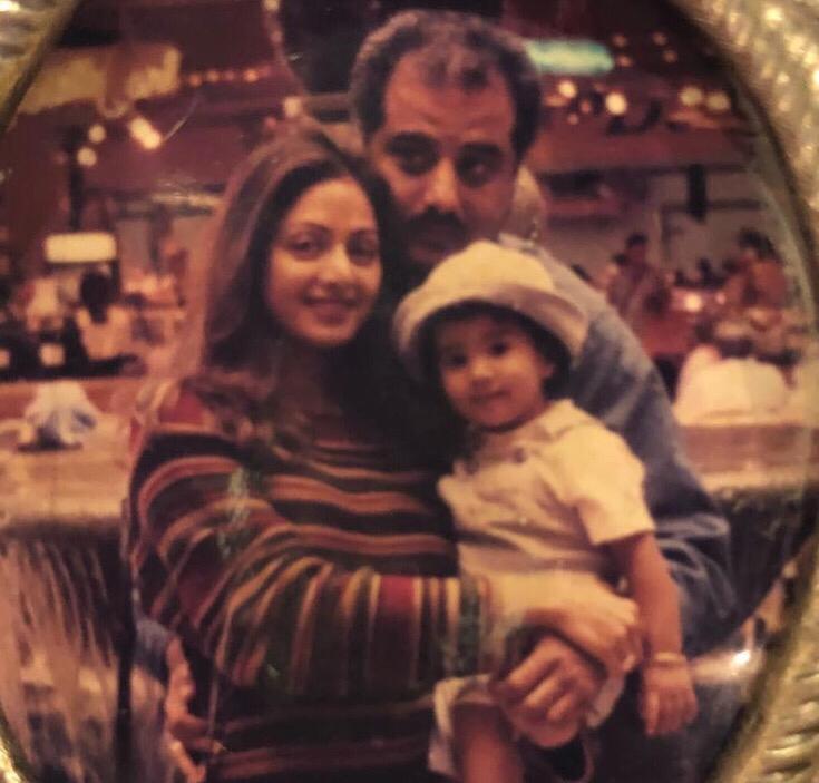 جانفى كابور مع بباها المنتج بونى كابور ووالدتها المثلة الراحلة سريديفى