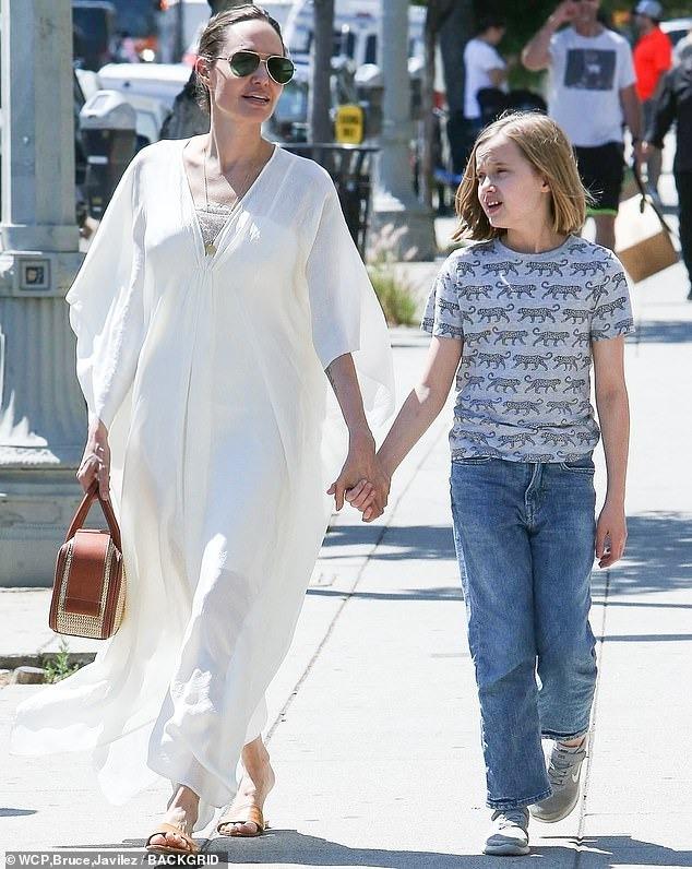 أنجلينا جولي وابنتها فيفيان (3)