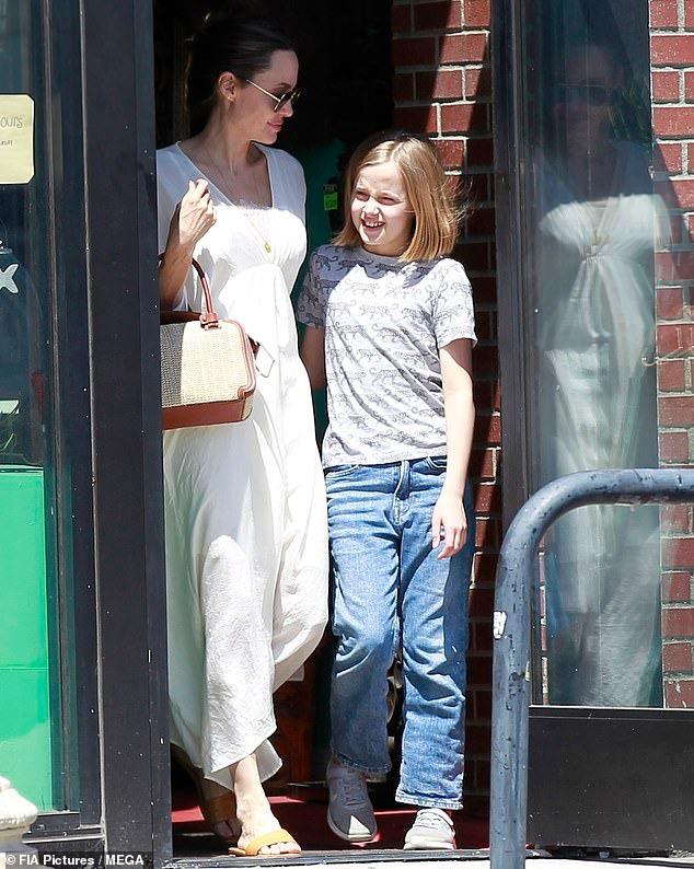 أنجلينا جولي وابنتها فيفيان (5)
