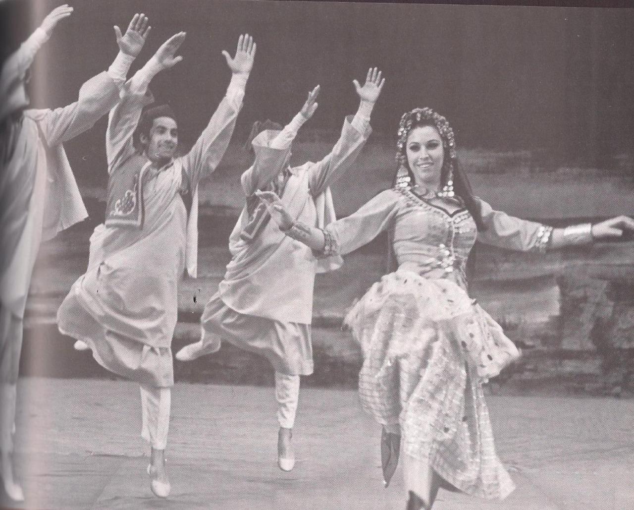 """في عيد ميلادها.. هكذا اكتشفت """"فريدة فهمي"""" موهبتها في الرقص- شاهد"""
