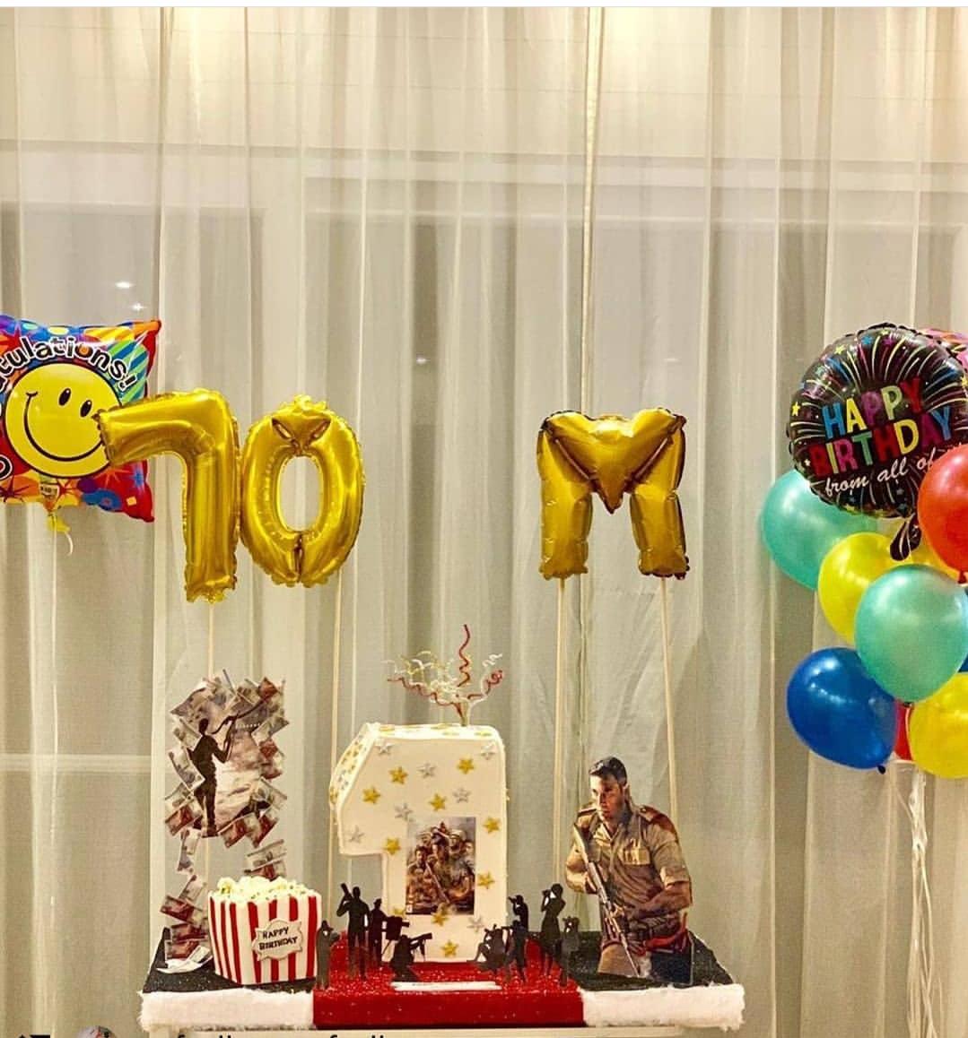 أحمد عز يحتفل بعيد ميلاده برفقه أصدقائه في الساحل الشمالي (3)