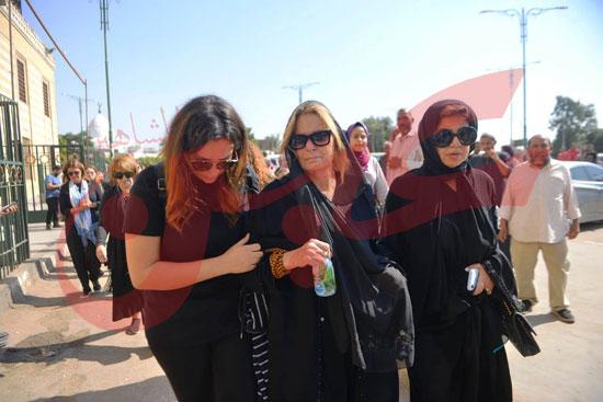 جنازة والدة الفنانة يسرا (58)