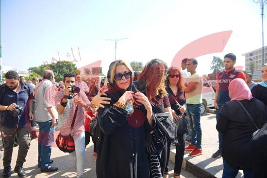 جنازة والدة الفنانة يسرا (46)