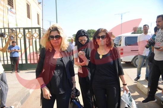 جنازة والدة الفنانة يسرا (51)