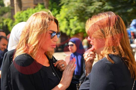 جنازة والدة الفنانة يسرا (82)