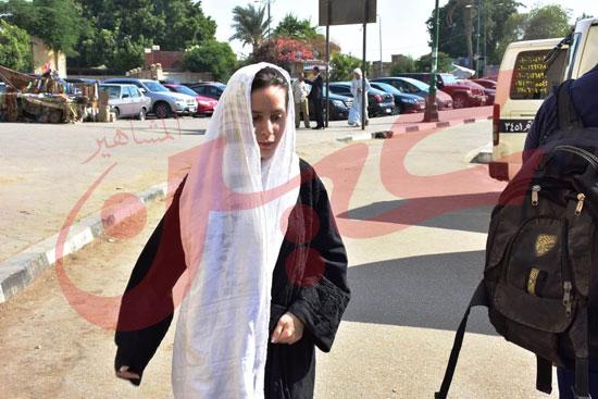 نجوم الفن يشاركون فى جنازة والدة الفنانة يسرا (16)