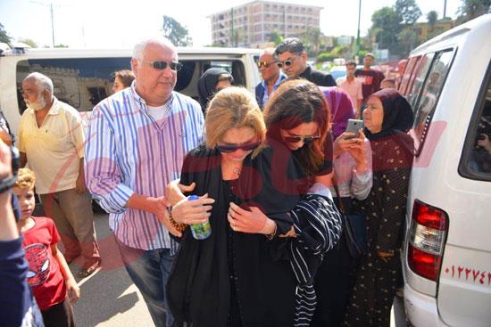 جنازة والدة الفنانة يسرا (44)
