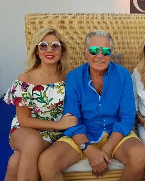 مصطفى فهمي وزوجته فاتن موسى من اجازة الصيف