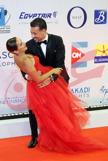 أحمد داوود يراقص زوجته علا رشدى (1)