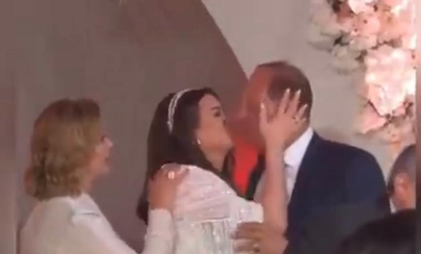 قبلة هنادي مهنا لوالدها