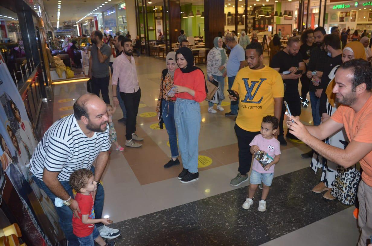 محمد عبد الرحمن مع الجمهور (13)