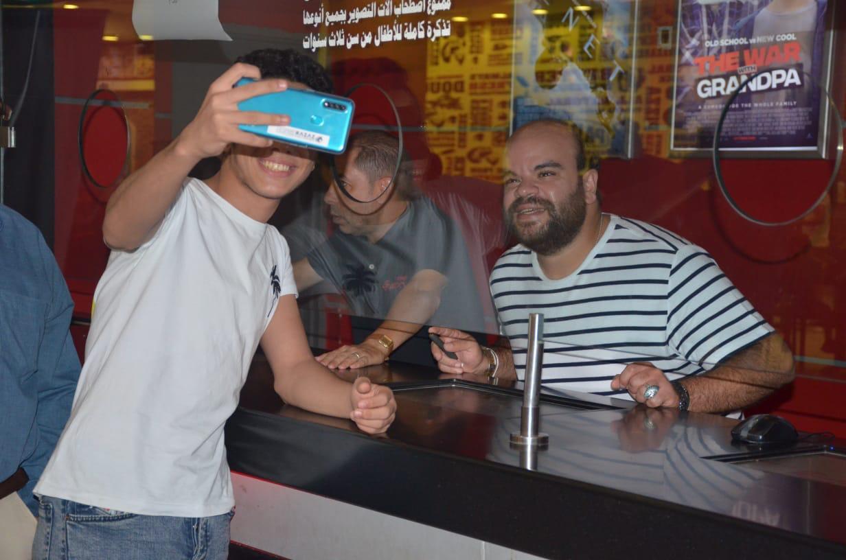 محمد عبد الرحمن مع الجمهور (17)