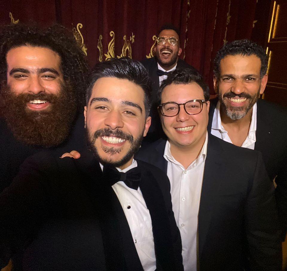احمد كامل مع اصدقائه
