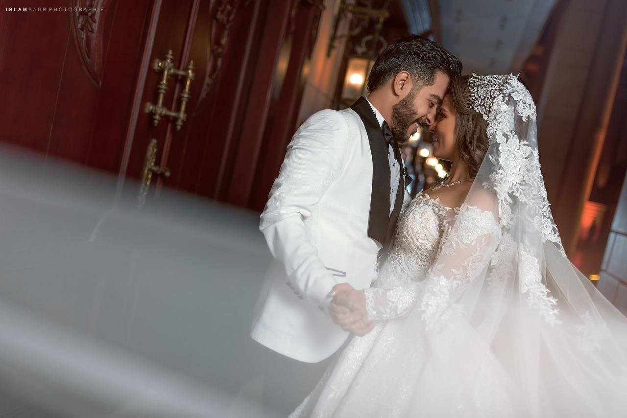 احمد كامل وزوجته فى صور الزفاف