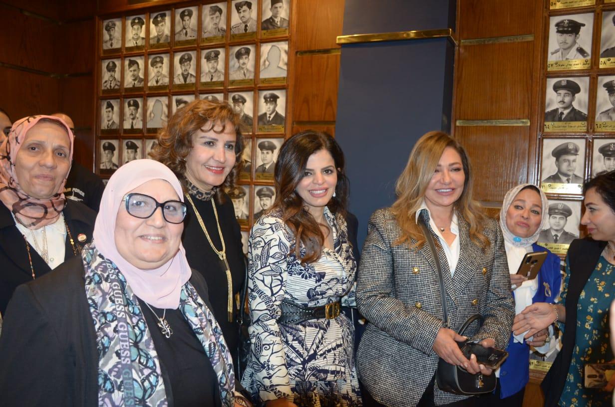 ليلي علوي ومايا مرسي (3)