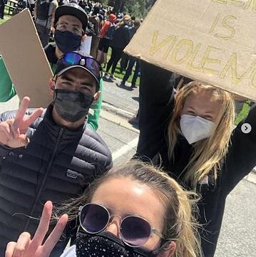 من الاحتجاجات  (2)