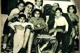 محمد عبدالوهاب مع أبنائه (6)