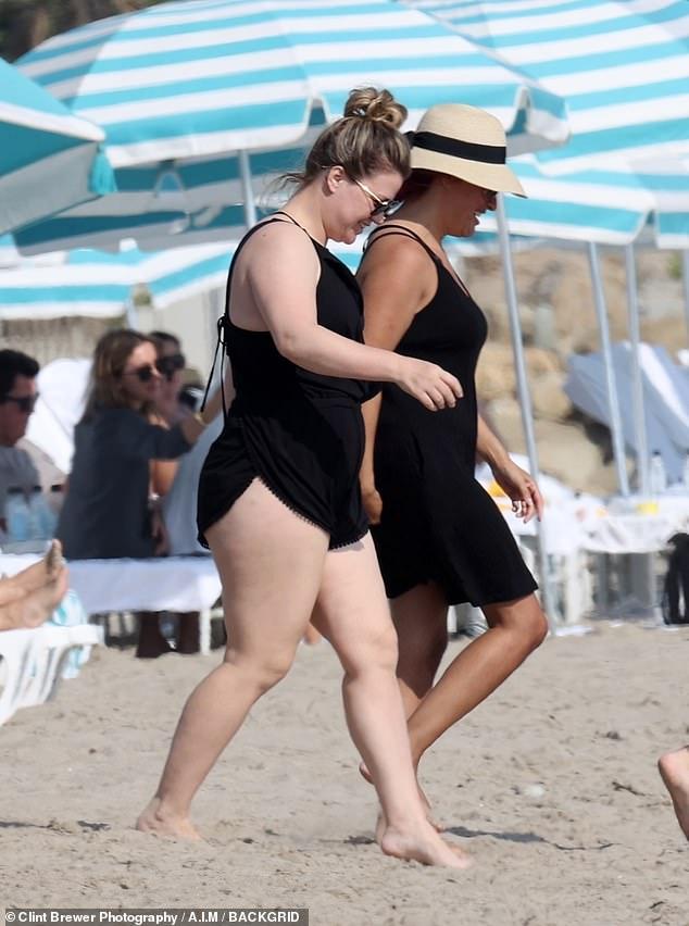 كيلي كلاركسون علي الشاطئ (6)