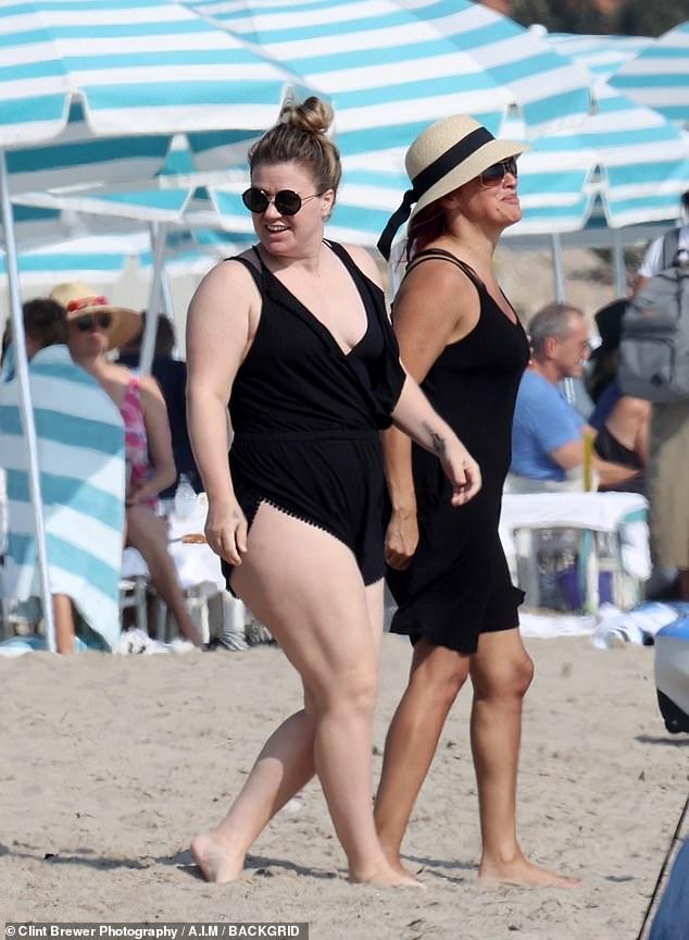 كيلي كلاركسون علي الشاطئ (7)