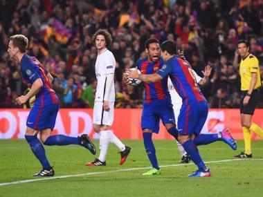 فرحة لاعبى برشلونة بالفوز علي باريس سان جيرمان