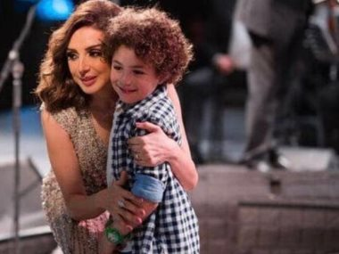 الطفل ياسين أمير وخالته أنغام