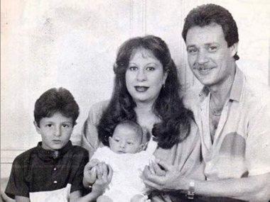 أحمد الفيشاوى مع عائلته