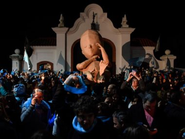 تظاهر الأرجنتين ضد قانون الإجهاض