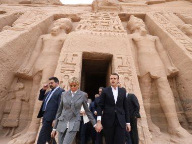 خلال زيارة الرئيس الفرنسى وقرينته لمعبد أبو سمبل