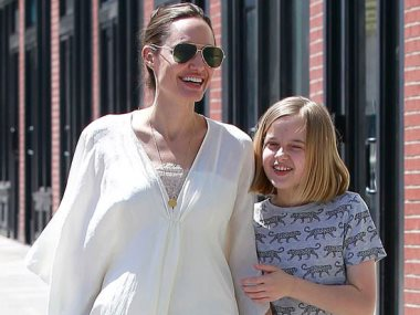أنجلينا جولى وابنتها فيفيان