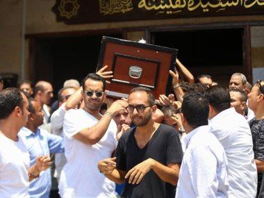 جنازة الفنان عزت أبو عوف